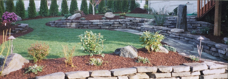 retaining wall and lawn